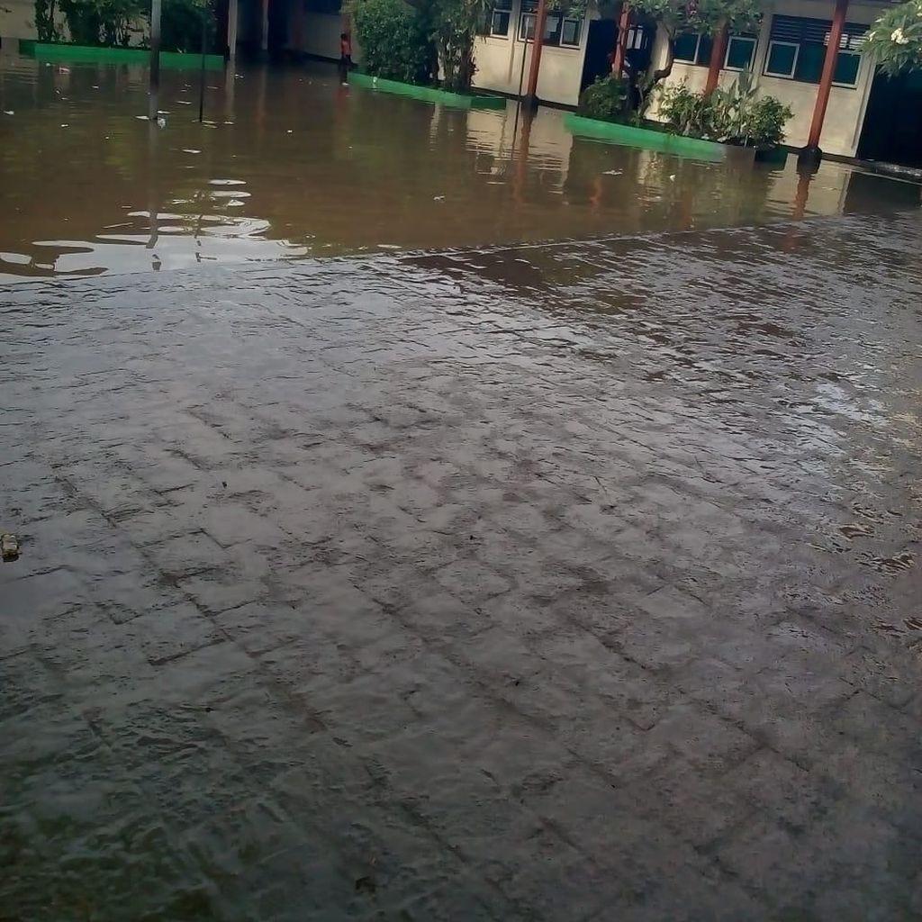 Hujan Lebat, 2 SD Denpasar Tergenang