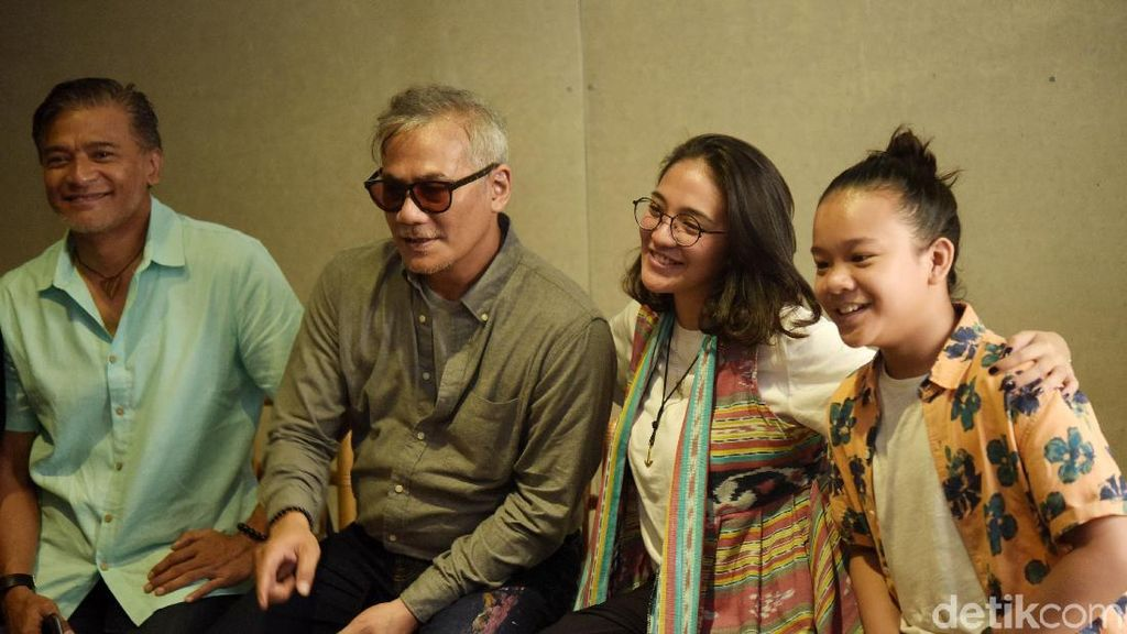 Kenang Mendiang Ibu, Tio Pakusadewo Gelar Pertunjukan Teater