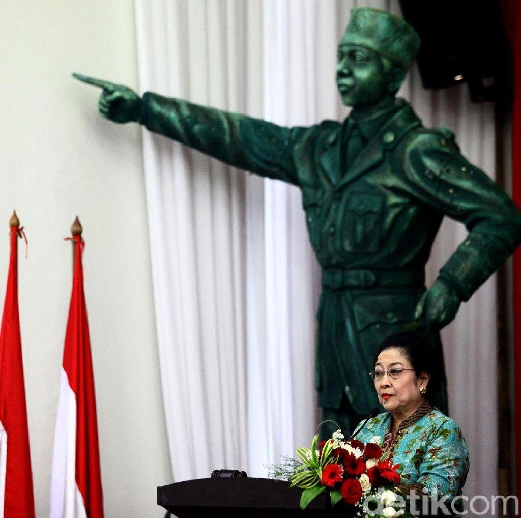 Megawati: Kasihan Prabowo, Kenapa Ada di Lingkungan Begitu?