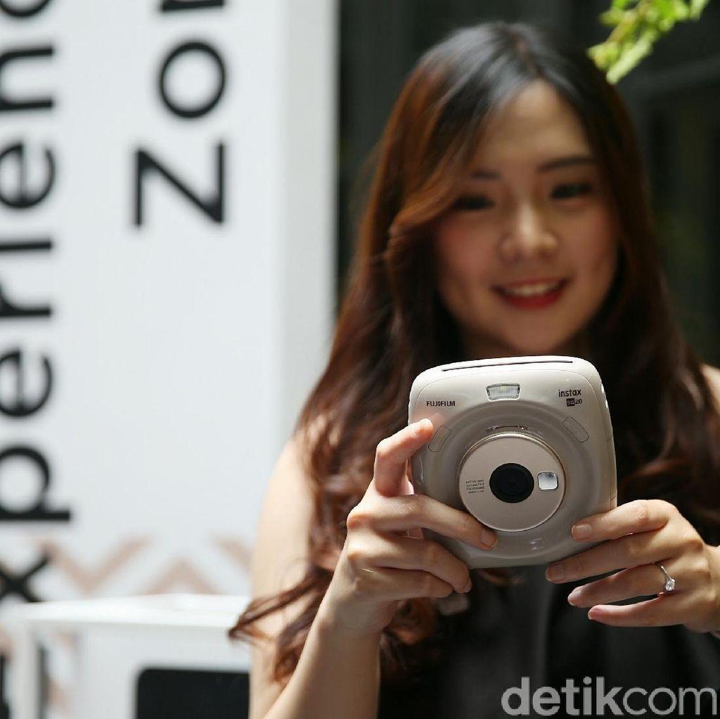 Fujifilm Luncurkan Instax SQ20 dengan 5 Fitur Unggulan
