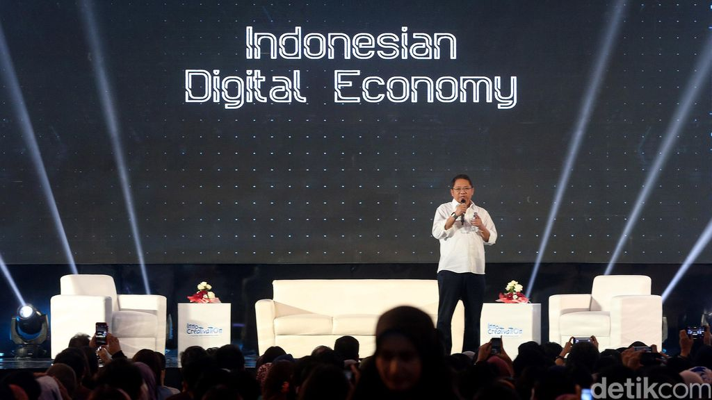 Menkominfo yang akrab disapa Chief RA alias Rudiantara itu memberikan paparan tentang apa dan bagaimana Indonesian Digital Economy.