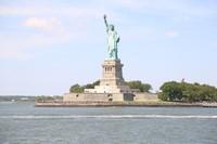 Bergeser ke Benua Amerika, Patung Liberty juga dipilih oleh pasangan Jusup dan Clarissa untuk lokasi prewedding (Andik Setiawan/dTraveler)