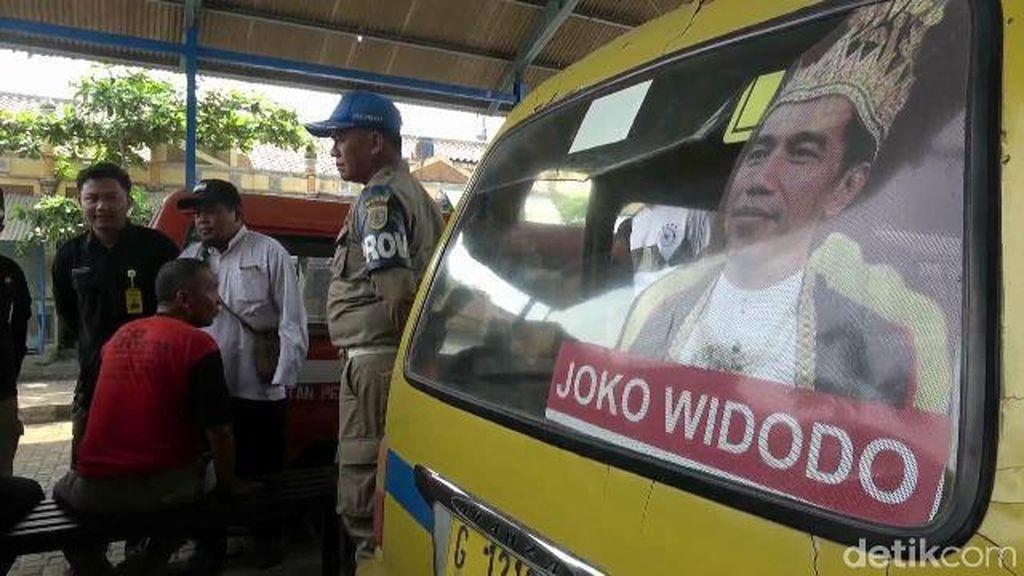 Bawaslu sampai Satpol PP Kejar Pemasang Raja Jokowi