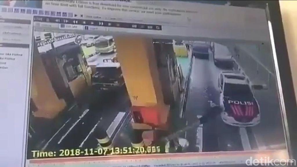 Viral Polisi Tertimpa Palang Pintu Gerbang Tol, Begini Ceritanya