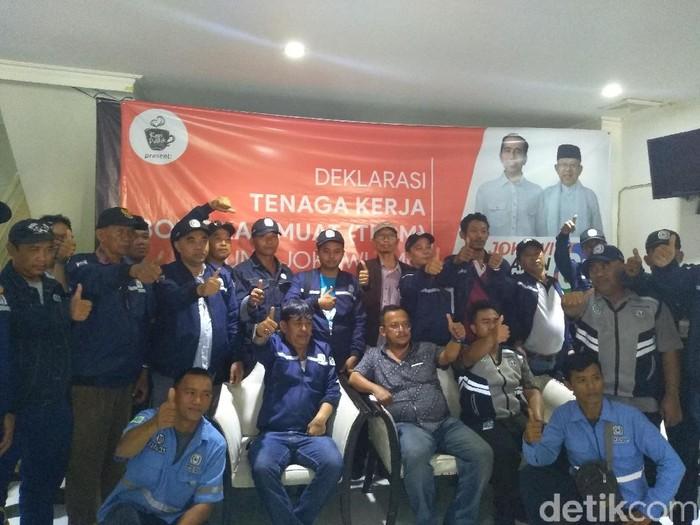 Buruh bongkar muat Tanjung Priok deklarasi dukung Jokowi dan Maruf Amin. (Foto: Nur Azizah Rizki/detikcom)