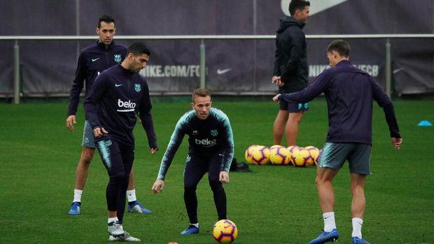 Performa Arthur Melo (tengah) di Barcelona dipuji Lionel Messi. (