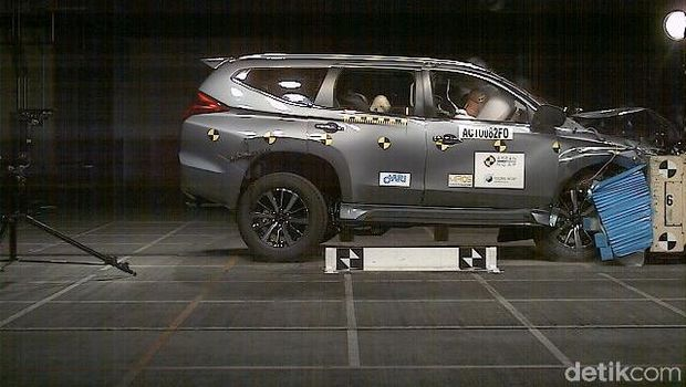 Crash test Pajero Sport