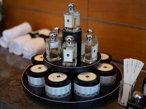 Bos Jo Malone Bagi Tips Pakai Parfum, Tepuk-tepuk Sampai Semprot ke Rambut