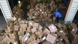 Hari Belanja Online Usai, Gunungan Sampah Kardus Mengintai