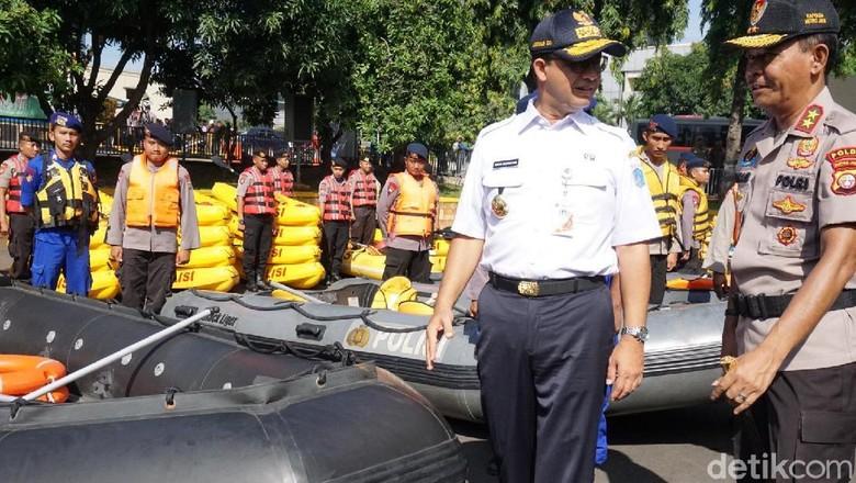 Anies-Kapolda Metro Cek Kesiapan Pasukan Tanggap Banjir Jakarta