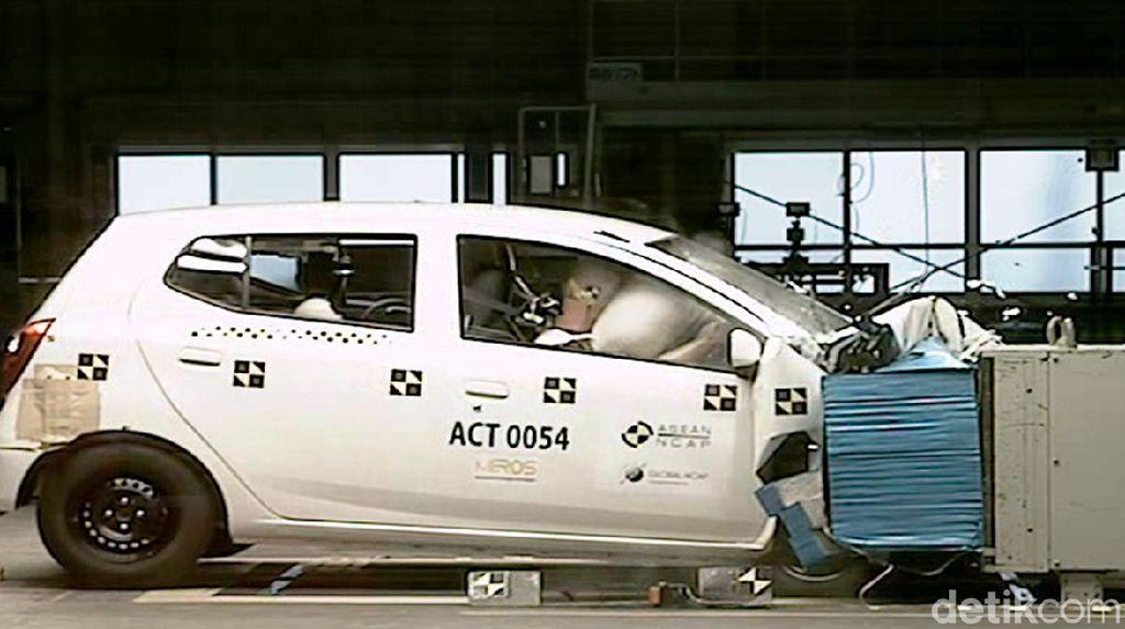 Mau Beli Mobil LCGC? Perhatikan Dulu Uji Tabraknya