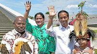 Senyum Jokowi saat Resmikan 'Markas Avengers'