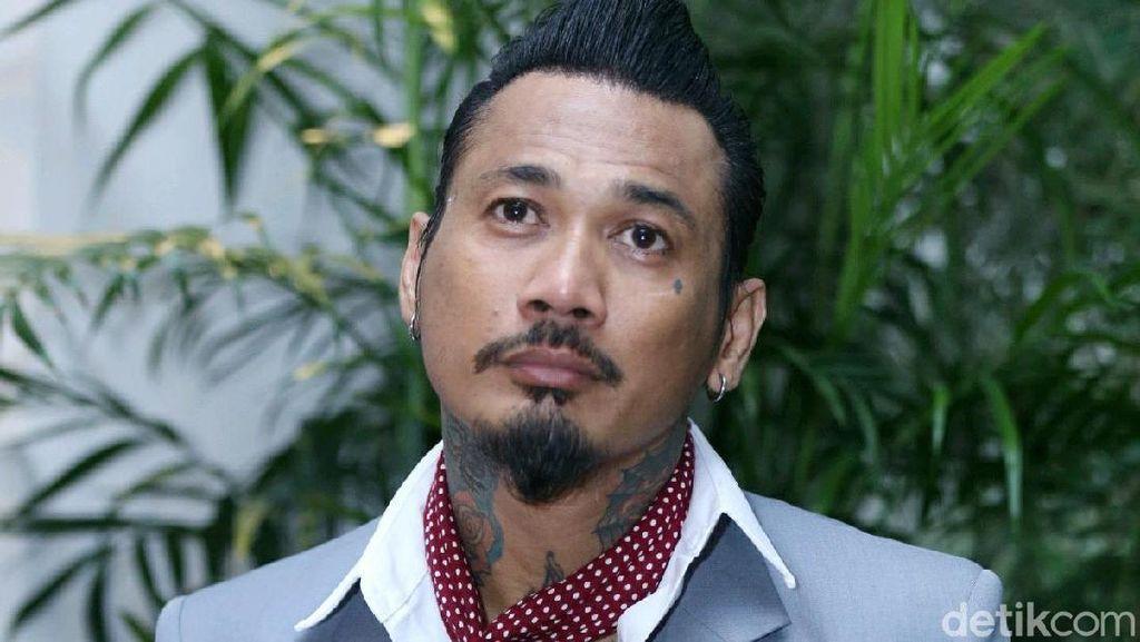 Diduga Sebar Hoax Insiden Wiranto, Jerinx-Hanum Rais Dipolisikan
