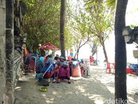 Sisi Lain Pantai Kuta: Kisah Pencari Rezeki yang Turis Jarang Tahu