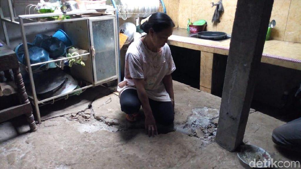 Lantai Rumah Retak, Warga Ponorogo Khawatirkan Longsor Susulan