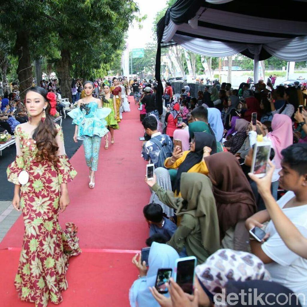 Fashion On The Pedestrian Awali Banyuwangi Batik Festival 2018