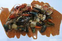 Seru Banget! Di Sini Bisa Pesta Seafood Berlimpah Langsung di Atas Meja