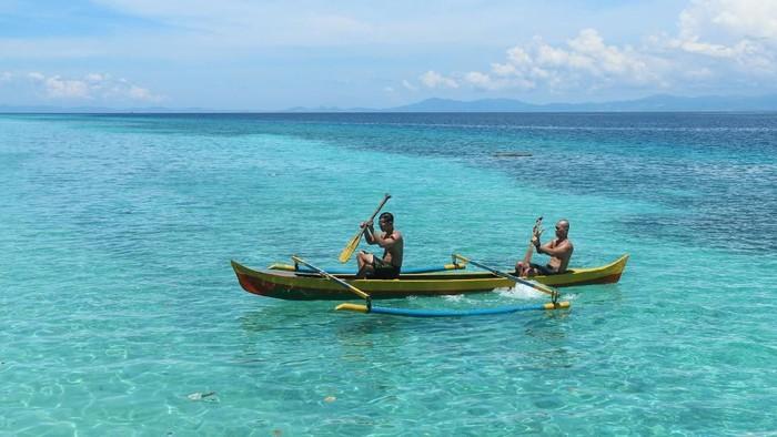 Wisata Petualangan di Maluku, ada Batu Payung di Pulau Lakor, Pantai Liang di Ambon, Air Terjun Waai di Maluku Tengah dan Desa Tounwawan di Maluku Barat Daya