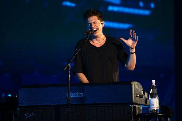 Konser Perdana di Indonesia, Charlie Puth Sukses Bikin Gemas