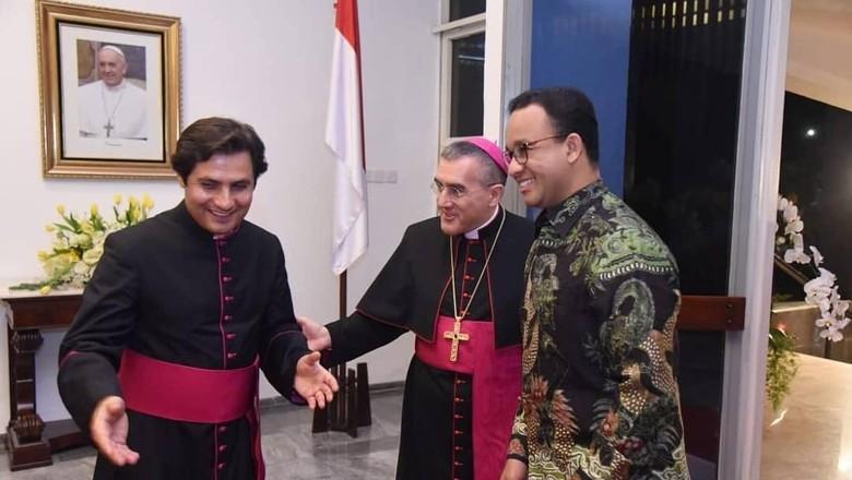 Potret Anies Hadiri Peringatan 5 Tahun Takhta Suci Paus Fransiskus