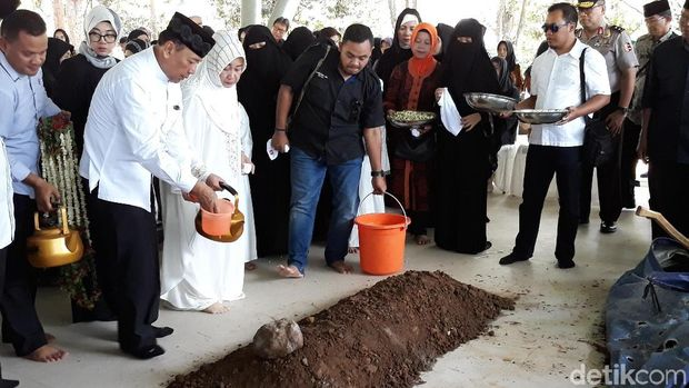 Pemakaman cucu Wiranto /