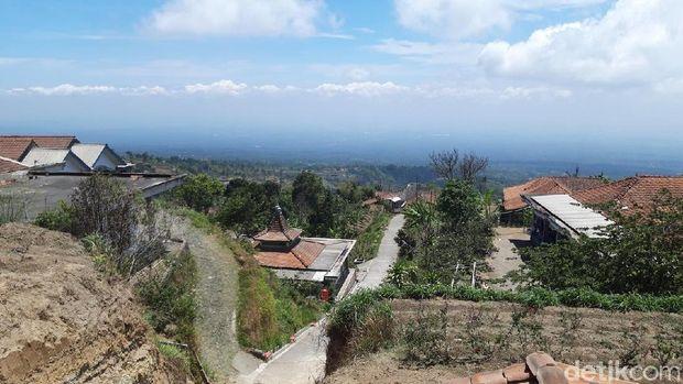 Permukiman penduduk di lereng Merapi.