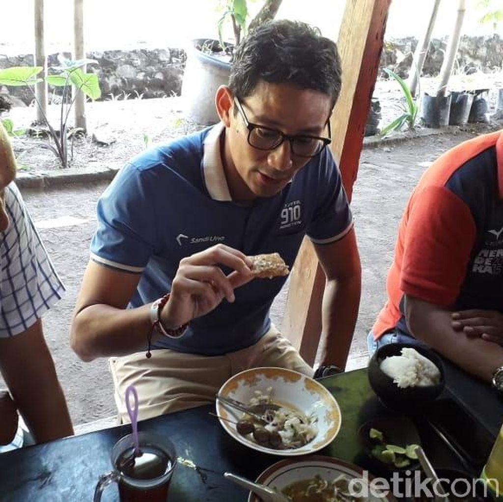 Sarapan Soto Bathok di Sleman, Sandiaga: Ruarr Biasa, Tempenya Enak!