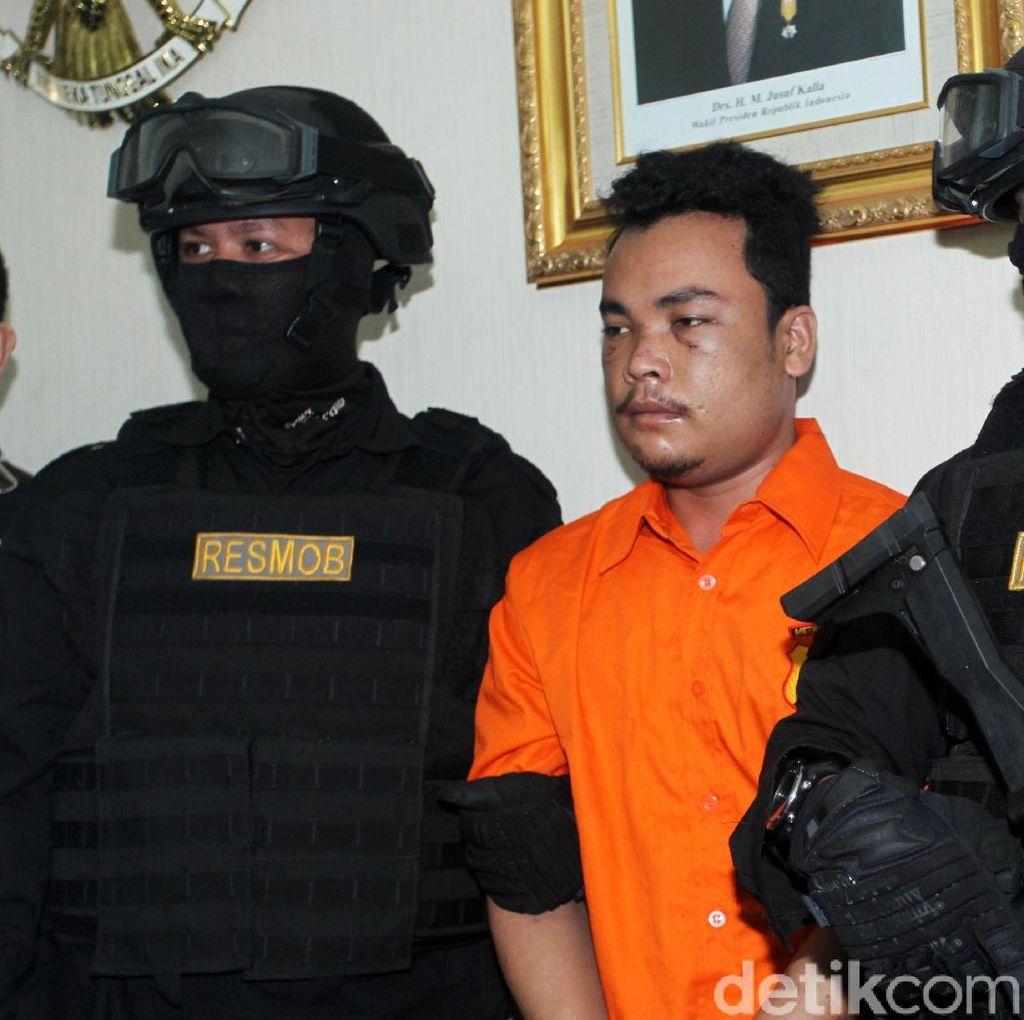 Pra Rekonstruksi Pembunuhan Satu Keluarga Digelar di Polda Metro Siang