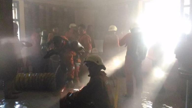 Total 11 Damkar Diterjunkan untuk Padamkan Kebakaran di Kemhan