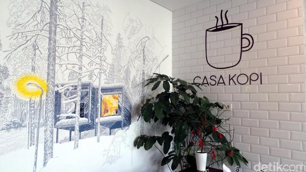 Hotel ini dihiasi mural bertema traveling yang kece banget. Ada mural Iceland, Mykonos (Yunani) hingga Rusia. Mural ini juga dilukis di masing-masing kamar. Hotel ini juga punya coffee shop dan kafe rooftop. (Wahyu/detikTravel)