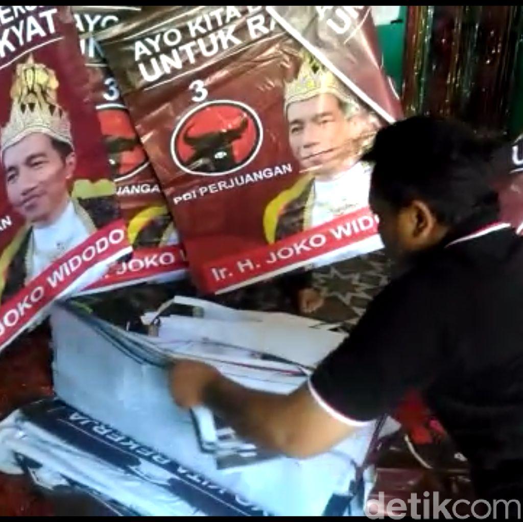Video: Ini Dia Pemasang Poster Raja Jokowi, Begini Pengakuannya