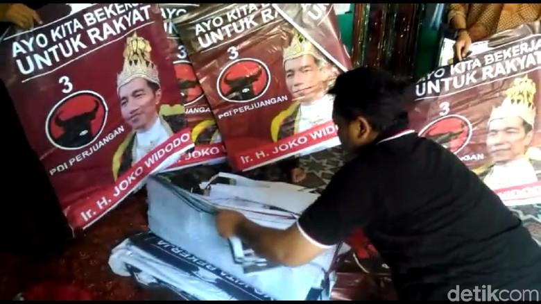Ini Pengakuan Pemasang Poster Raja Jokowi