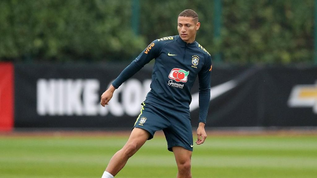 Richarlison Dibimbing Pak Guru Neymar di Timnas Brasil