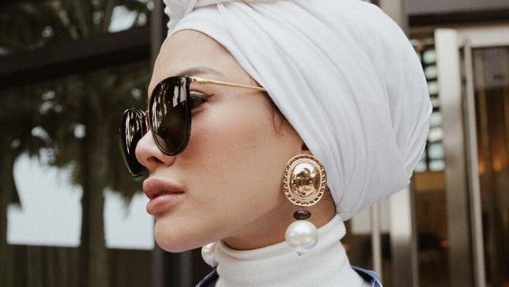 Nikita Mirzani Buka Hijab, Lihat Lagi Gayanya Pakai Turban hingga Syari