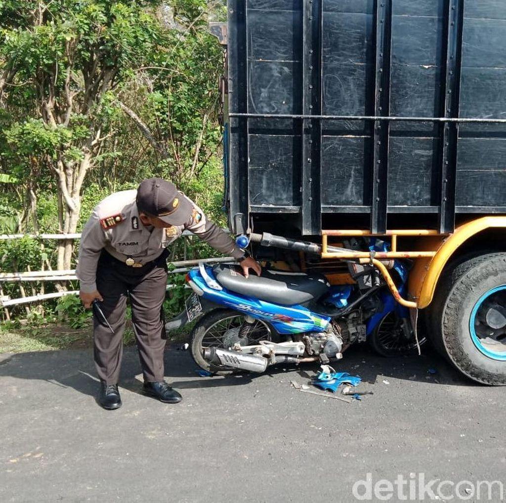 Biker Tabrak Truk Parkir, Satu Pelajar dan Satu Kritis