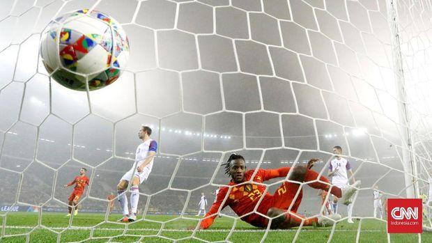 Mitchy Batshuayi jadi bintang kemenangan Belgia atas Islandia.