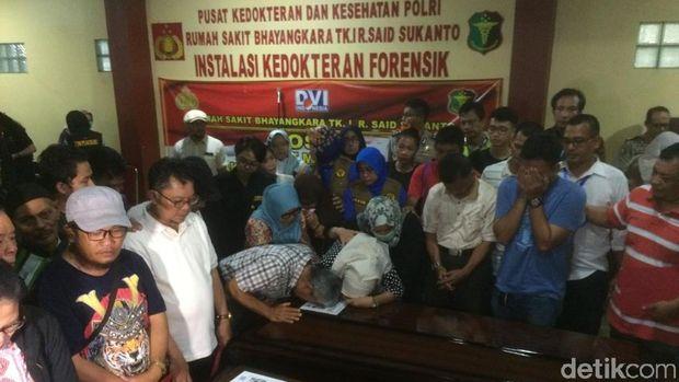 RS Polri Serahkan 3 Jenazah Korban Lion Air ke Keluarga