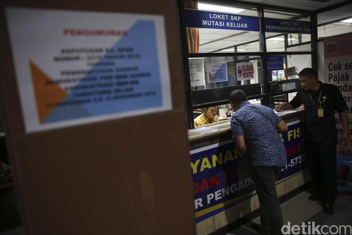 Pemprov DKI Jakarta akan menghapuskan denda pajak kendaraan bermotor dan sanksi administrasi bea balik nama atau pemutihan pajak.