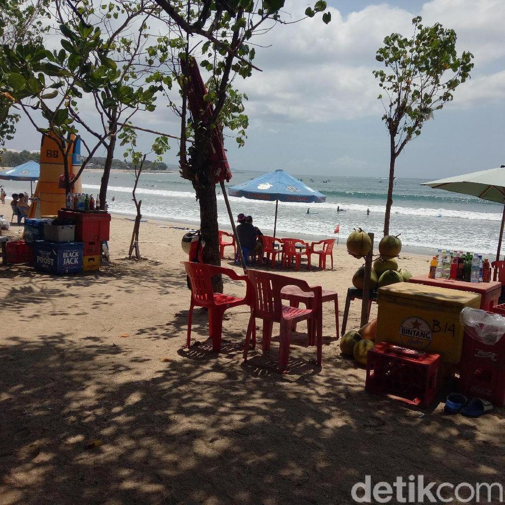 Potret Pedagang di Pantai Legendaris Bali, Kuta