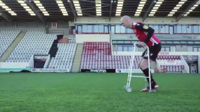 Cara kocak seorang pesepakbola memprotes rating larinya di game FIFA 19 (Foto: screenshot Youtube)