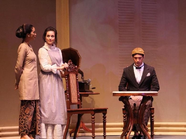 Naskah Teater Bunga Penutup Abad Digarap Satu Tahun