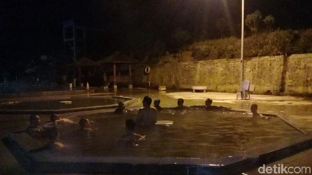 Foto: Berendam Malam-malam di Banjarnegara, Ini Tempatnya