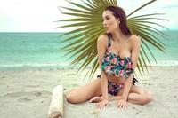 Berparas cantik dan bertubuh indah, Elena selalu tampil cantik dalam balutan bikini. (elenacorreau/Instagram)