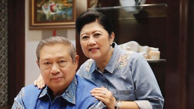 Hasil gambar untuk bu anie yudhoyono
