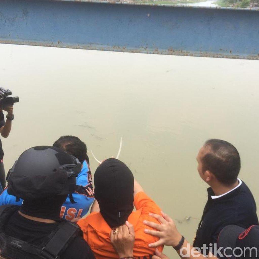 Detik-detik Haris Tunjukkan Lokasi Buang Linggis di Kalimalang