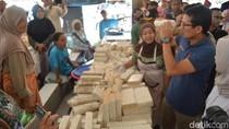 Sandiaga Belanja Tempe Gembus di Pasar Rejowinangun Magelang