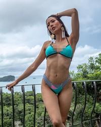 Elena suka liburan ke berbagai pantai di Kosta Rika. (elenacorreau/Instagram)