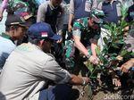 Cegah Erosi, Ribuan Pohon Ditanam di Bantaran Sungai Citarum