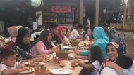 Serunya Momen Kulineran Muzdalifah Bareng Anak-anaknya