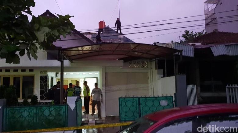 Heboh Maling Sembunyi di Atap Rumah Korbannya di Sukabumi